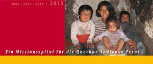 4 Kinder der Quechua-Indianer Perus. 1 Mädchen, 2 Jungs und 1 Baby. Das Mädchen lacht.